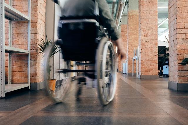 aangepaste kleding rolstoelgebruikers zorgmode